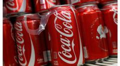 Cola, Sprite, Fanta, Pepsi, Schweppes, Flaschen und Dosen zu verkaufen